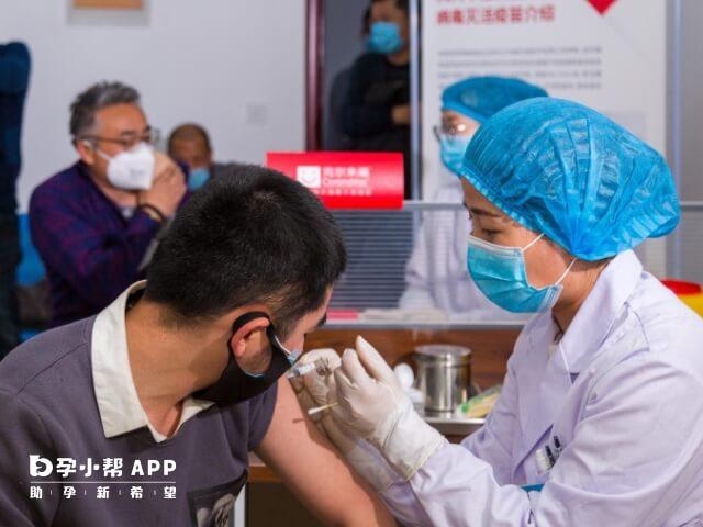打疫苗的地方一般8至9点开门